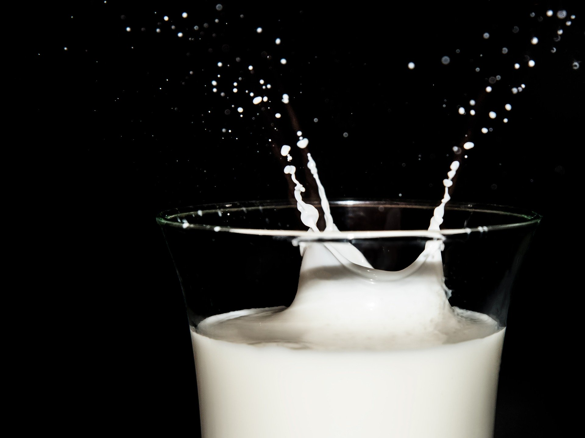 7 Reasons Why Drinking Milk Is Dangerous For You